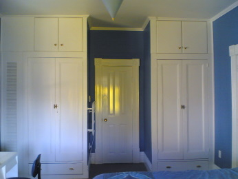 photo of the Blue Room upstairs on the first floor at the North East corner of Amber House showing the entrance to the 