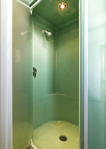 photo of the Green Room's  en-suite shower cubicle.