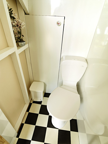 photo of the Green Room's WC compartment.